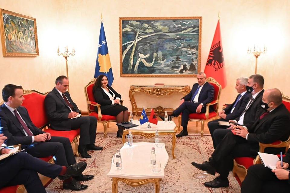 U.d. Presidentja e Kosovës, dr.Vjosa Osmani u prit nga kryetari i Kuvendit të Shqipërisë, Gramoz Ruçi