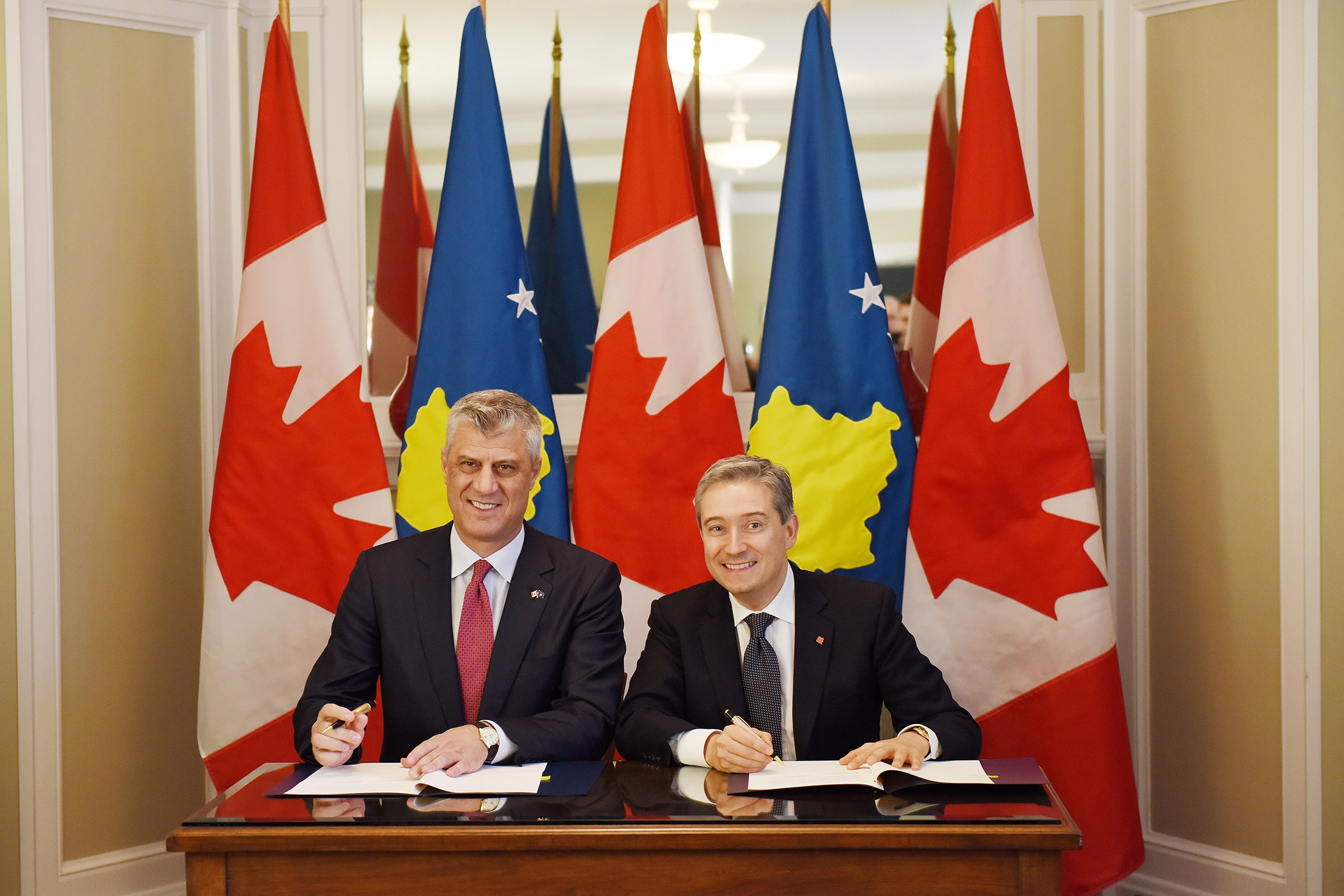 President Thai And The Canadian Minister Sign The Letter Of Good