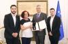 Presidenti Thaçi dekoroi Fadil Vokrrin me Medaljen Jubilare të Dhjetëvjetorit të Pavarësisë