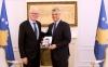 Presidenti Thaçi dekoroi ambasadorin Kai Eide me Medaljen Presidenciale Jubilare të dhjetëvjetorit të pavarësisë