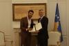 Presidenti dekoroi tenorin Ramë Lahaj për afirmimin e Kosovës në botë