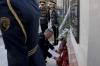Presidenti Thaçi nderon dëshmorët britanikë, bën homazhe te memoriali i tyre