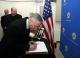 Fotolajm: U.D. i Presidentit të Republikës së Kosovës, dr. Jakup Krasniqi u nënshkrua në librin e zisë për diplomatin Riçard Hollbruk