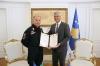 Presidenti Thaçi dekoroi komandantin e karabinierëve italianë në Kosovë
