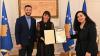 U.d. Presidentja Osmani dekoroi me Medaljen Presidenciale të Meritave regjisoren Blerta Basholli