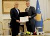 """Presidenti dekoroi ambasadorin Khalilzad me medaljen """"Urdhri i Pavarësisë"""""""