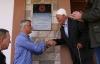 """Presidenti përuron pllakat """"Bazë e UÇK""""-së në shtëpitë e Hasan Tahirit dhe Idriz Nurakut në Plluzhinë"""