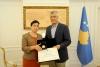 """Presidenti Thaçi dekoroi dëshmorin Kapllan Ahmetaj me urdhrin """"Hero i Kosovës"""""""