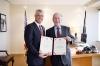 Presidenti Thaçi takon ish-presidentin Bush, e dekoroi me Urdhrin e Pavarësisë
